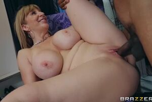 Sara Jay & Lil D in Bring Me The Boss..