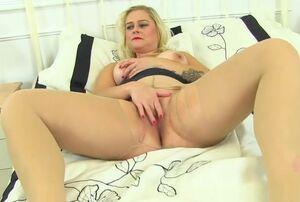 Uk Mum Lily Cougar Likes Sharing Her..
