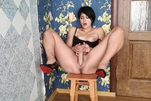 Sizzling Mega-slut Blows a load On A..