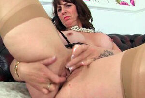 Scottish cougar Toni Lace and English..